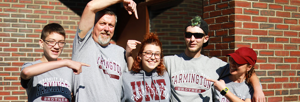 UMF student is moved in by family wearing UMF family shirts!