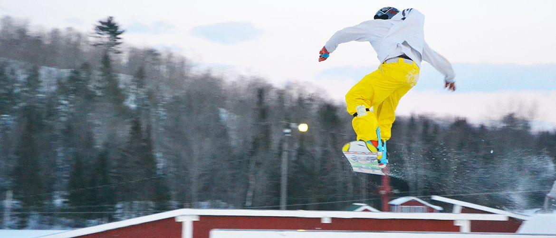 UMF student snowboarding at Farmington's Titcomb Mountain