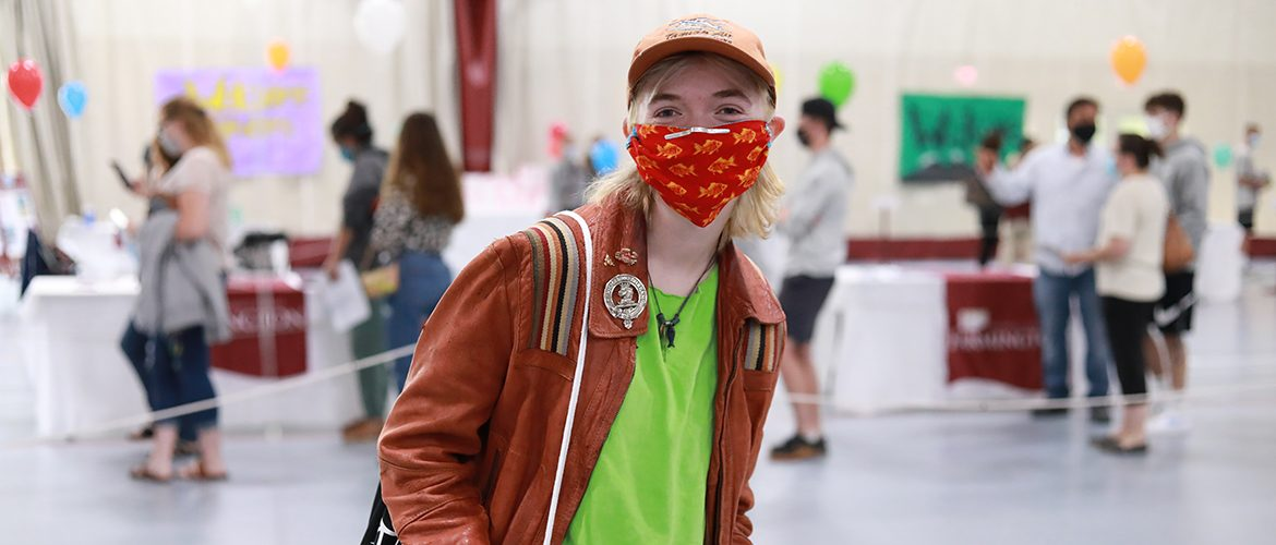 Student in mask at Orientation