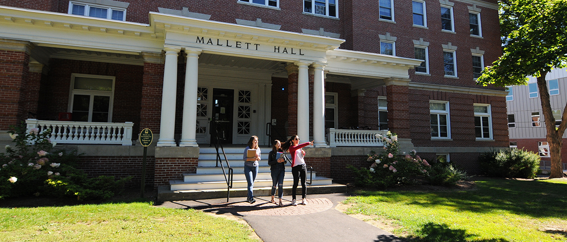 Students in front of Mallot Hall