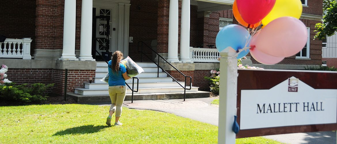 New UMF student moving in to residence hall